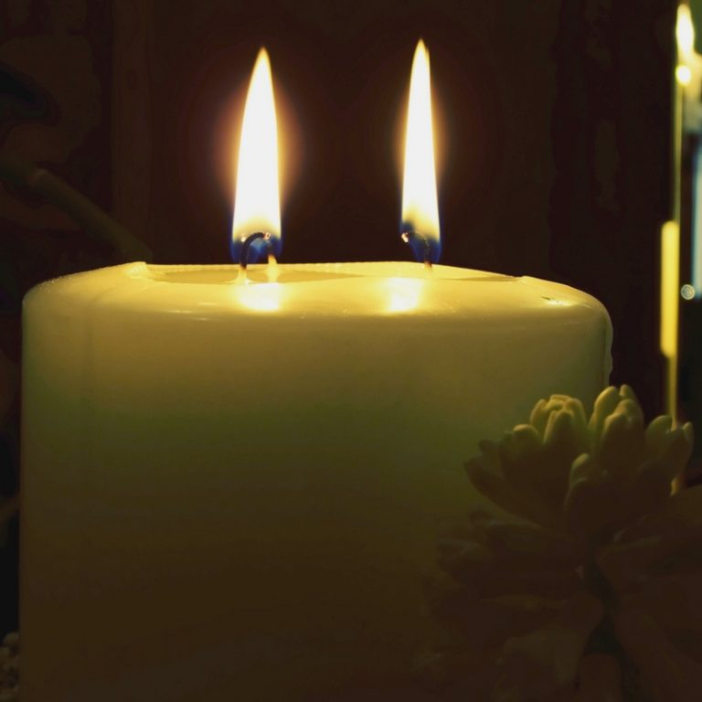 USING MULTIPLE WICKS IN A CANDLE